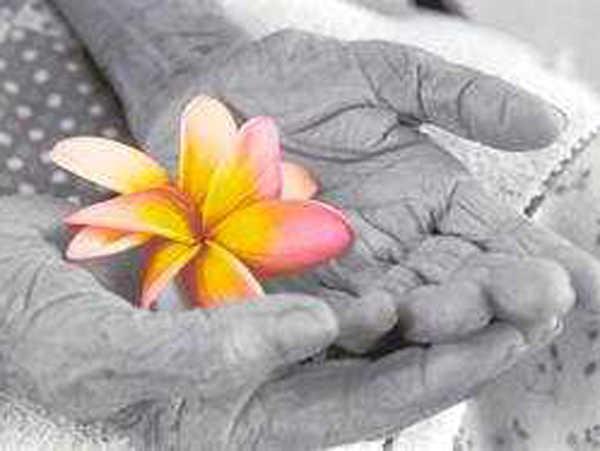 Curso a distância que estudo temas fundamentais no processo de envelhecimento humano e de aspectos do cuidar de idosos saudáveis e doentes.